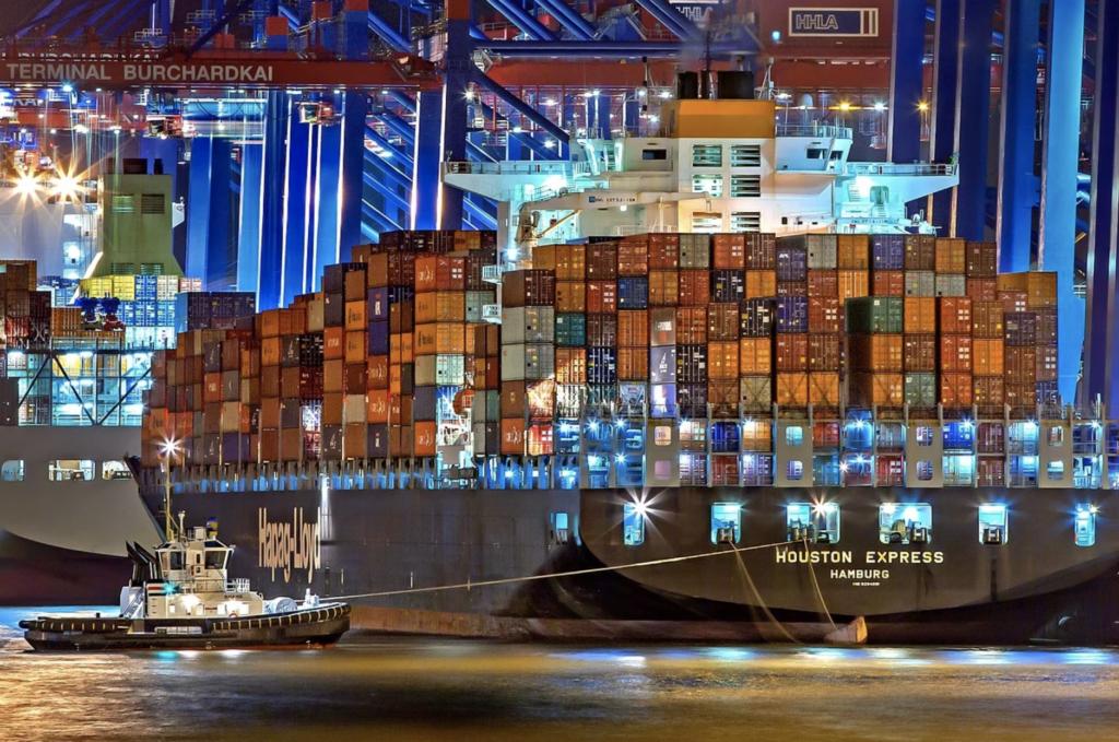 フォワーダーの大切な仕事を解説!海上貿易ではコンテナ本船のスペース確保ほど重要な仕事はない。