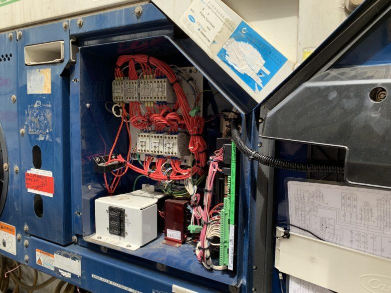 コンテナの電気系統